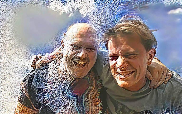 Dj Bim und Druverdeler lächeln beide in die Kamera. Das Bild ist mithilfe von Effekten verzehrt.